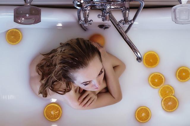 mléčná koupel s pomeranči