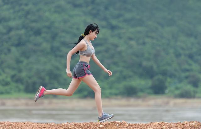 běžící vietnamka