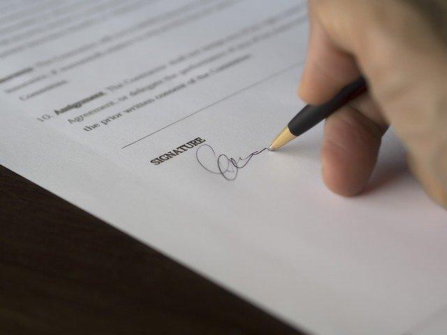 podpis smlouvy o půjčce